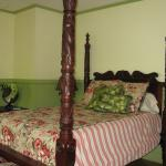 Bali Hai Suite - Tropical theme with queen bed