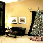 The hotel lobby all decorated for Xmas (07/Dec/15).