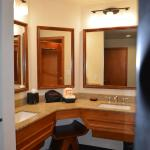 Double sinks in room with 2 Queen beds