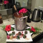 Welcome strawberries and Champagne!