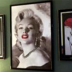 Hotel room with Marylin