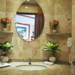 Recently renovated granite bathrooms in all rooms