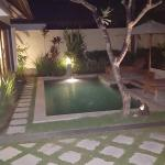 1 bedroom villa pool area (night)