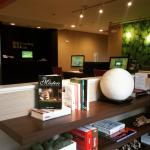 Business center/Airport check in/lending library