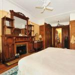 Gold Suite with King-size Bed, very clean!!!