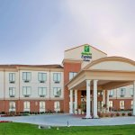 Holiday Inn Exp Stes St Charle
