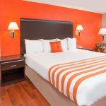 Howard Johnson Express Inn & Suites - Orange