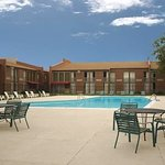 Travelodge Inn & Suites Wichita Airport