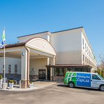 Holiday Inn Express Brookpark - Cleveland Airport