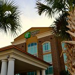 Holiday Inn Express and Suites Charleston Airport and Convention Center