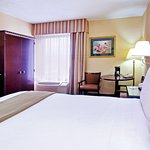 Holiday Inn Express - Medical Center Midtown
