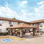 Days Inn & Suites Davenport East