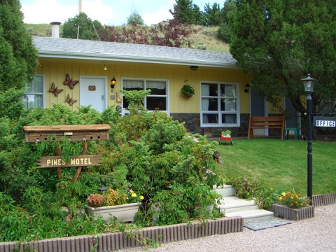 Pines Motel
