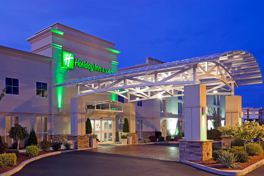 Holiday Inn Hotel & Suites Marketplace