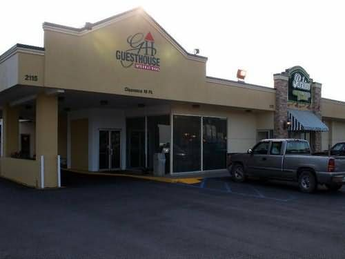 GuestHouse International Poplar Bluff