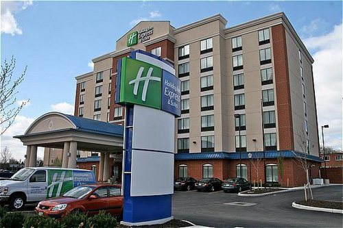 ‪Holiday Inn Express Hotel & Suites Columbus University Area - OSU‬