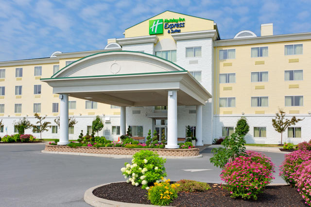 ‪Holiday Inn Express Hotel & Suites Watertown-Thousand Islands‬