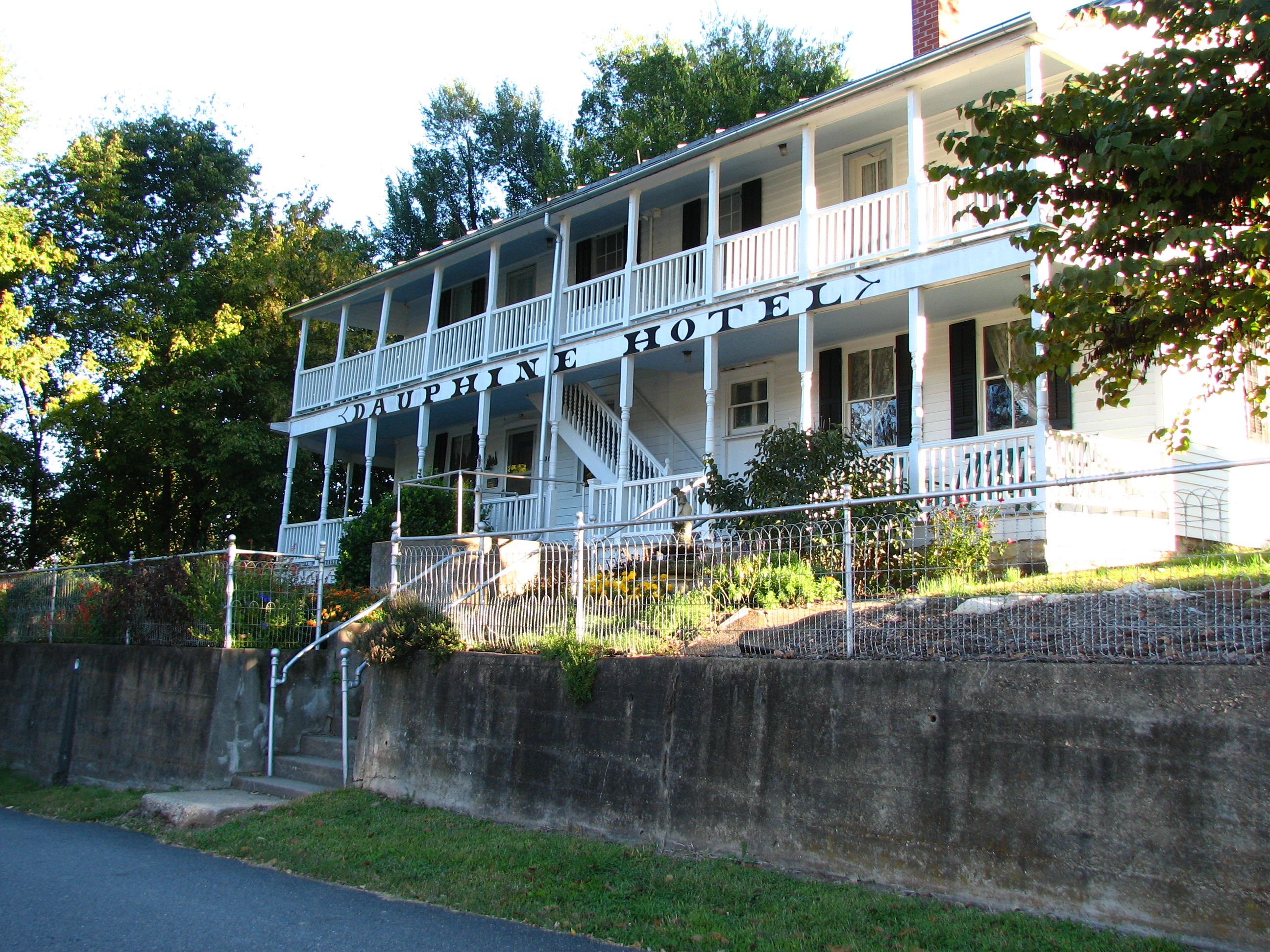 Dauphine Hotel Bed and Breakfast