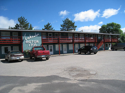 Lakeshore Motor Inn
