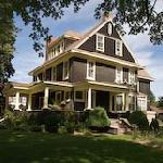 ‪Brown's Manor Bed and Breakfast‬