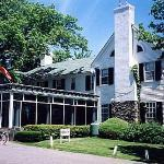 The Manor Inn Lakeside Resort