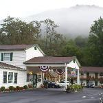 Maggie Valley Creekside Lodge