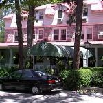 The Pine Crest Inn
