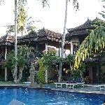 Batu Bolong Cottages