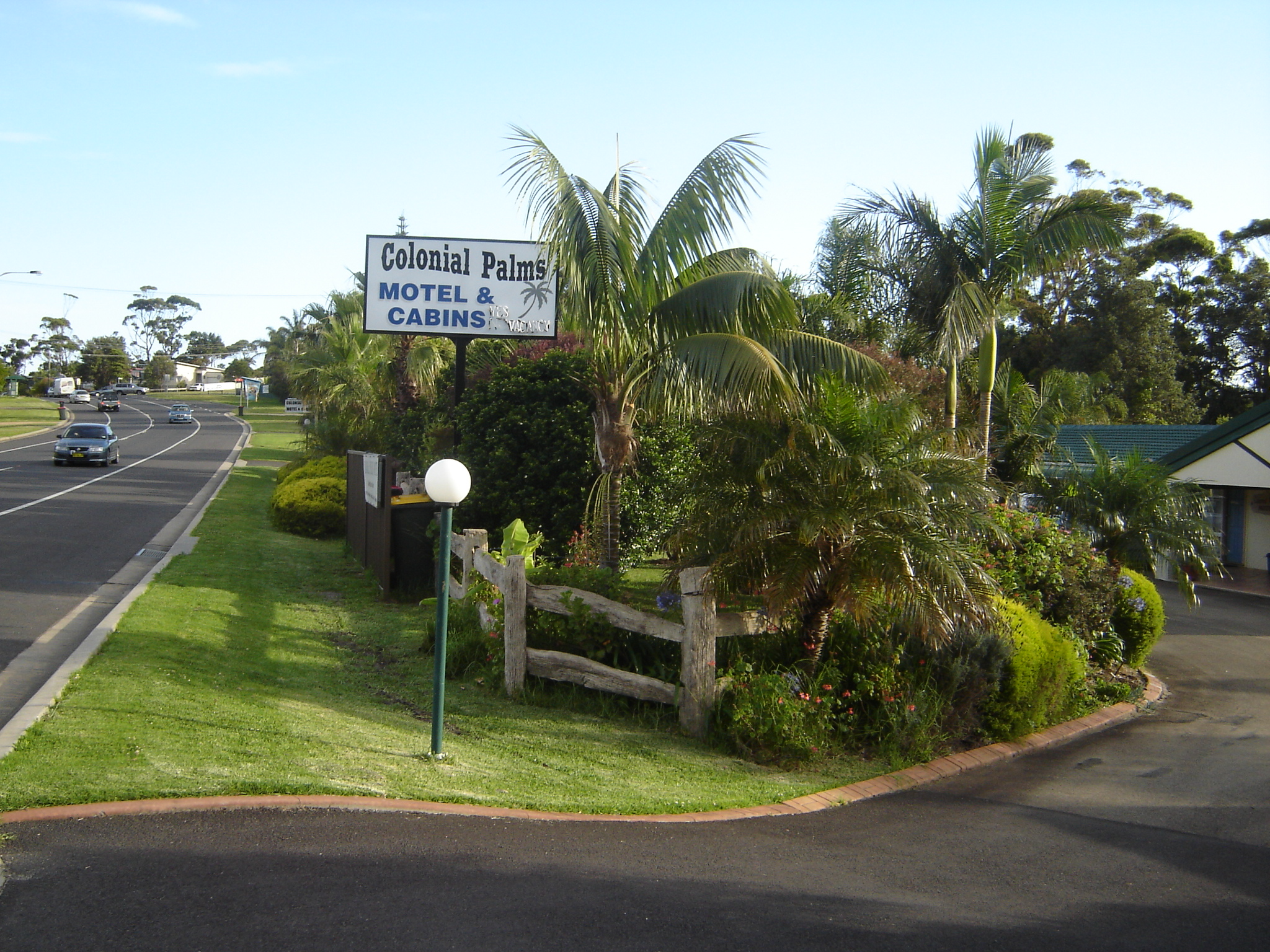 Colonial Palms Motel & Cabins