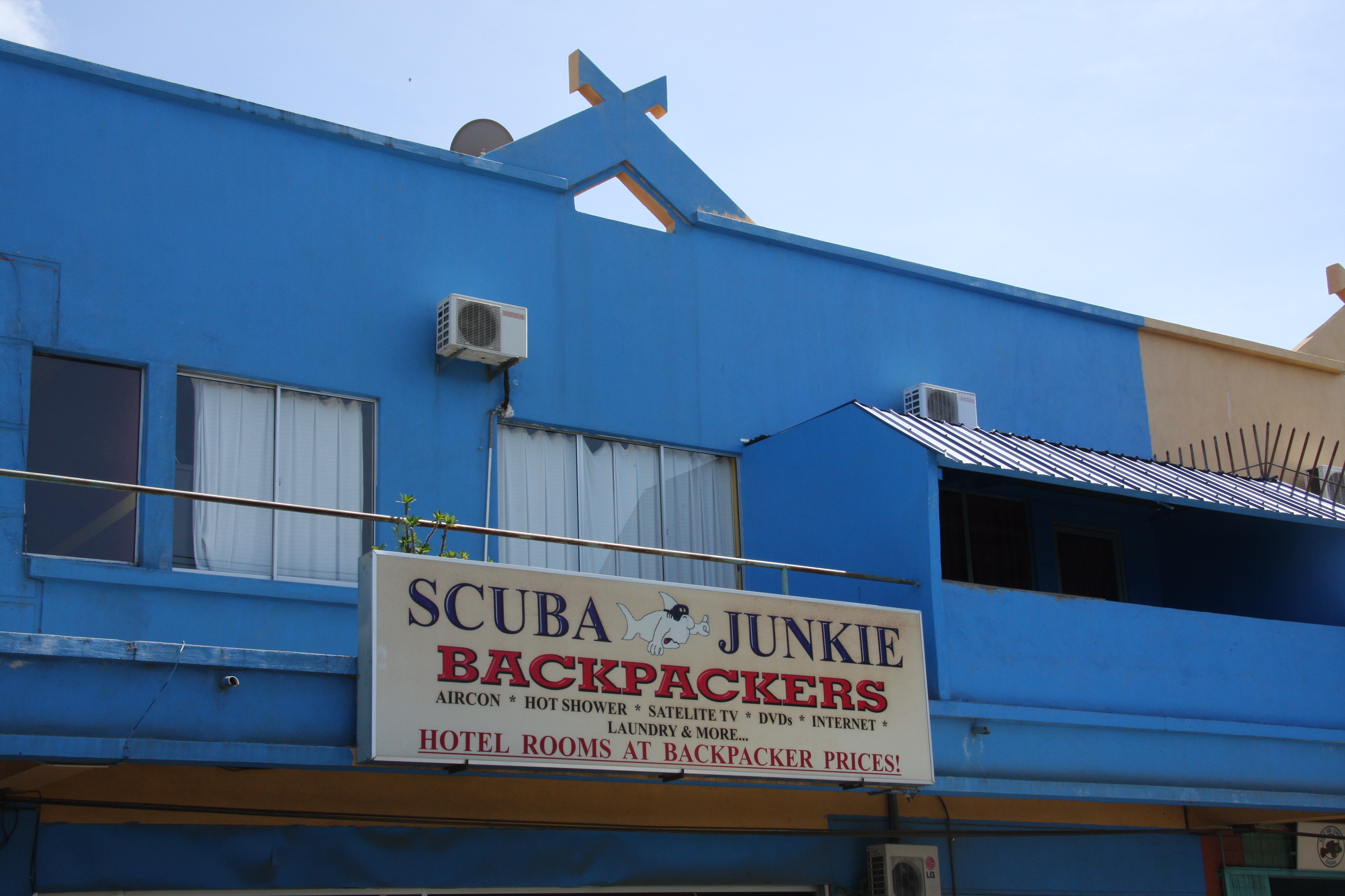Scuba Junkie Backpackers