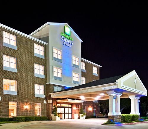 ‪Holiday Inn Express Hotel & Suites Dallas-Addison‬