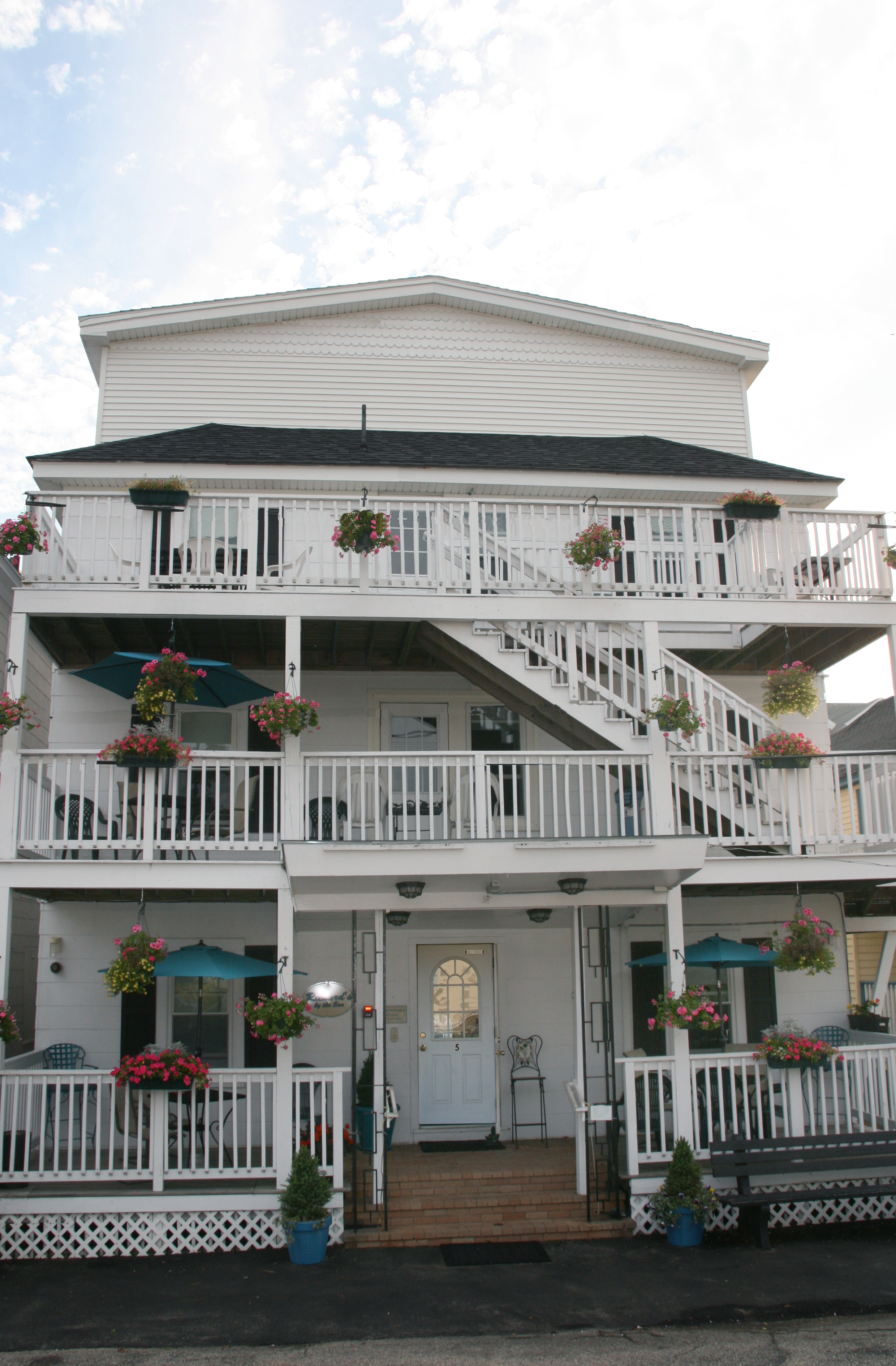 Richard's By The Sea
