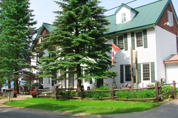 ‪Portage Inn & Cottages‬