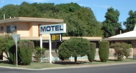 ‪Binalong Motel‬