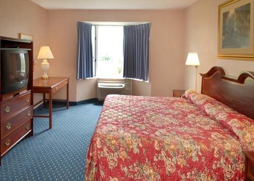 Econo Lodge Inn & Suites Shelburne