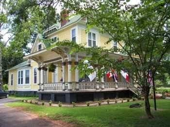 ‪Berney Fly Bed and Breakfast‬