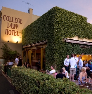 College Lawn Hotel