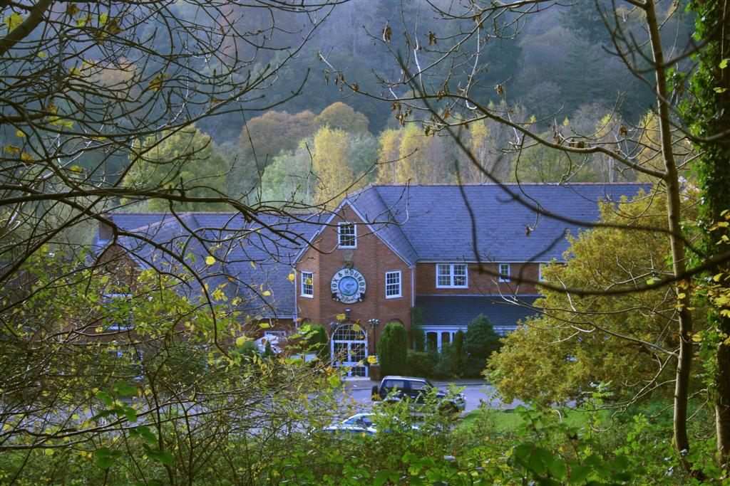 Fox and Hounds Country Hotel