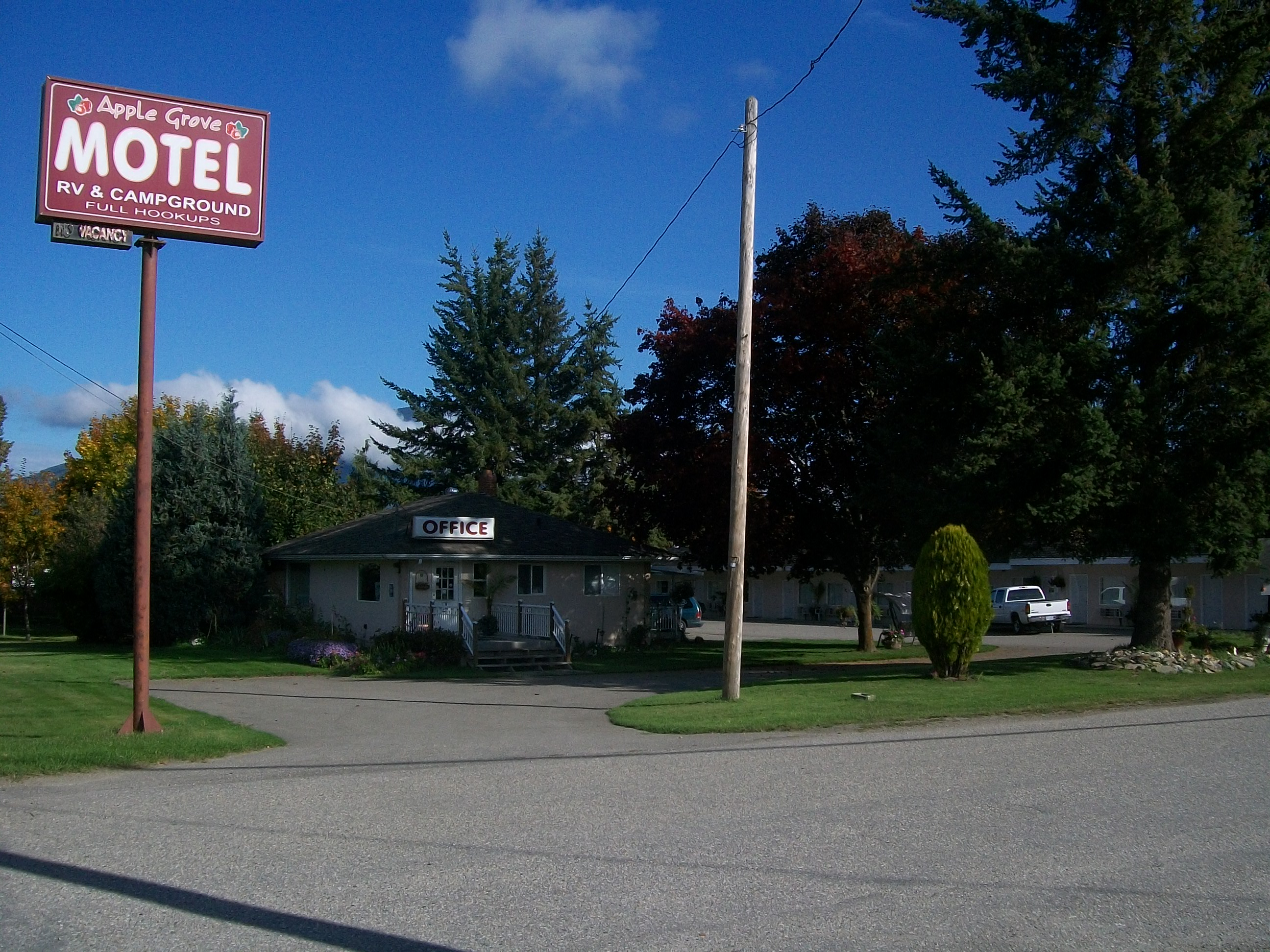 Apple Grove Motel, Campgrou