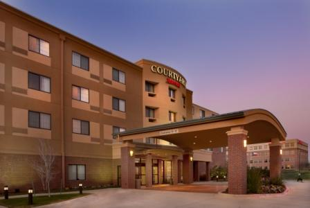 ‪Courtyard by Marriott Denton‬