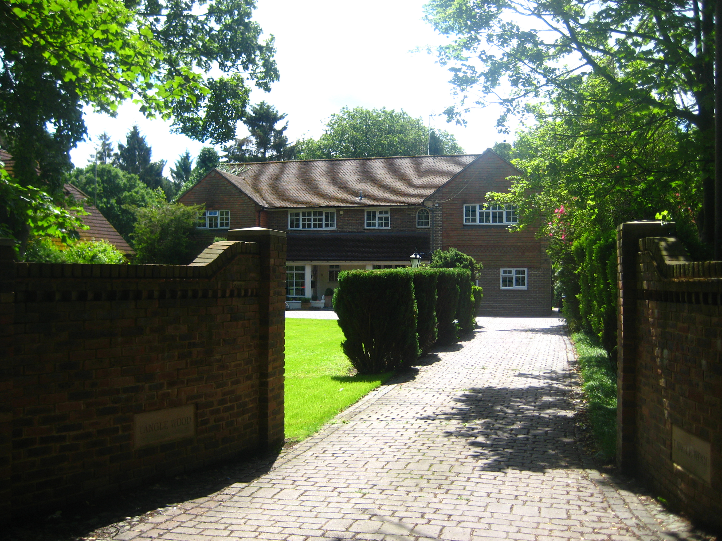 Tanglewood @ Gatwick Guest House