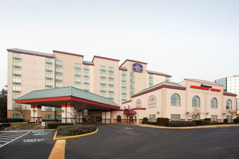 BEST WESTERN Plus Evergreen Inn & Suites