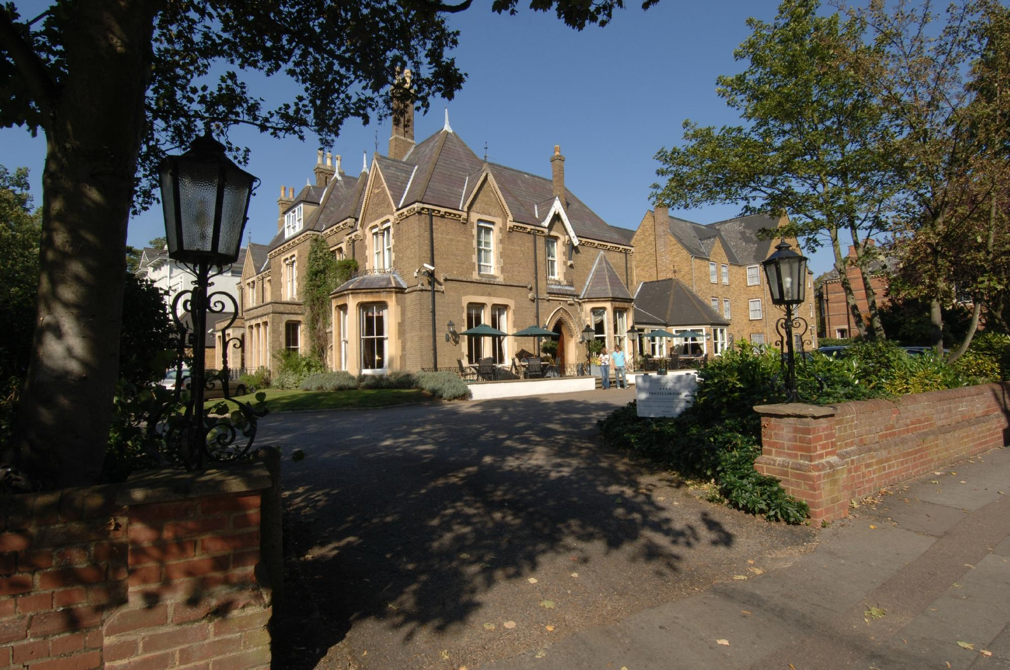 Cotswold Lodge Hotel