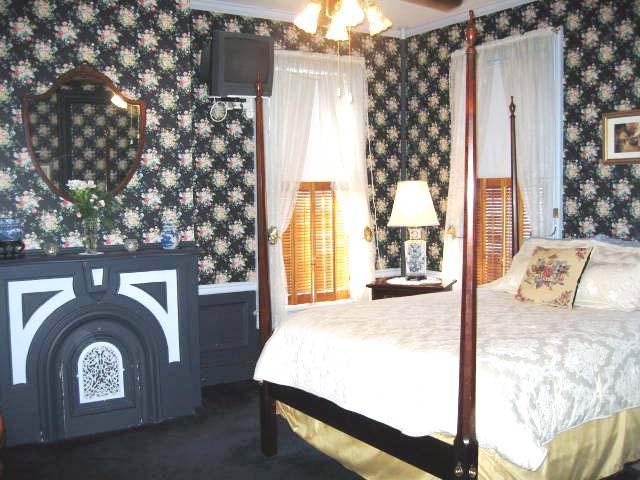 Everitt House Bed and Breakfast