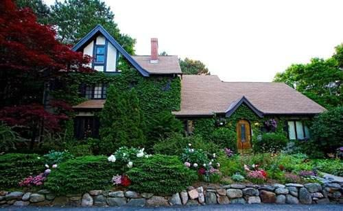 ‪Ivy Manor Inn‬
