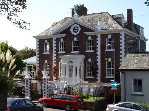 Eagle House Hotel