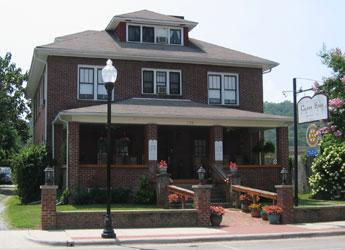 Historic Calhoun Hotel