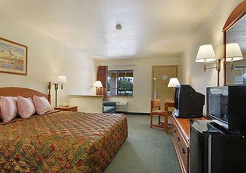 Texas Country Inn and Suites