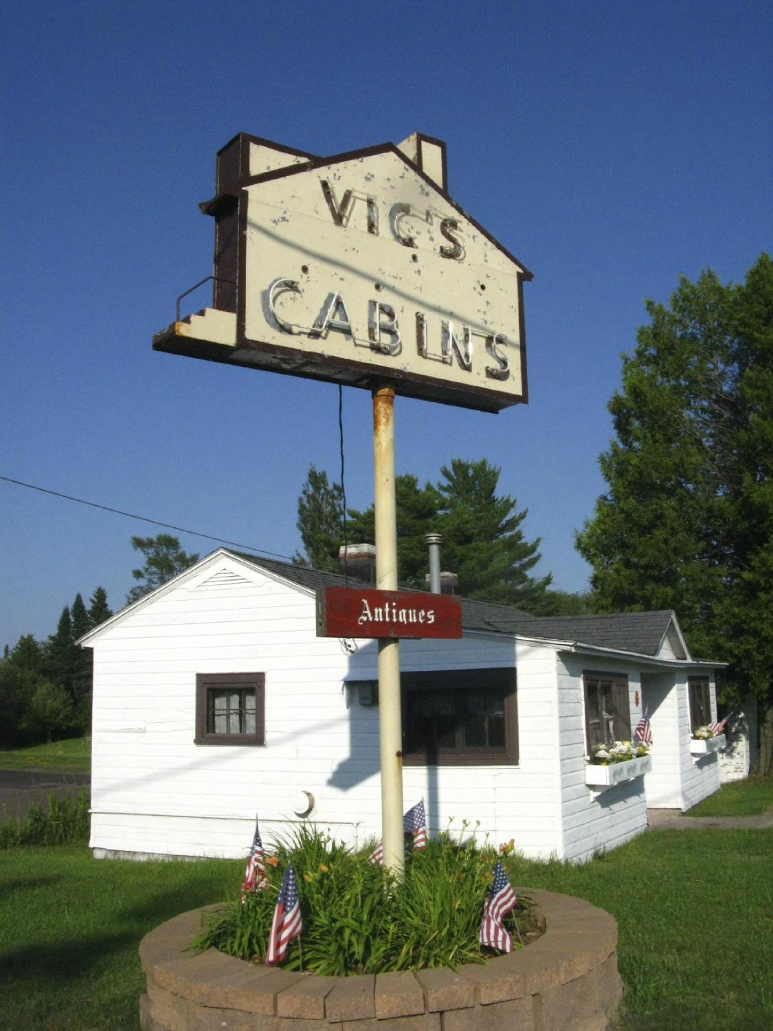 Vic's Cabins
