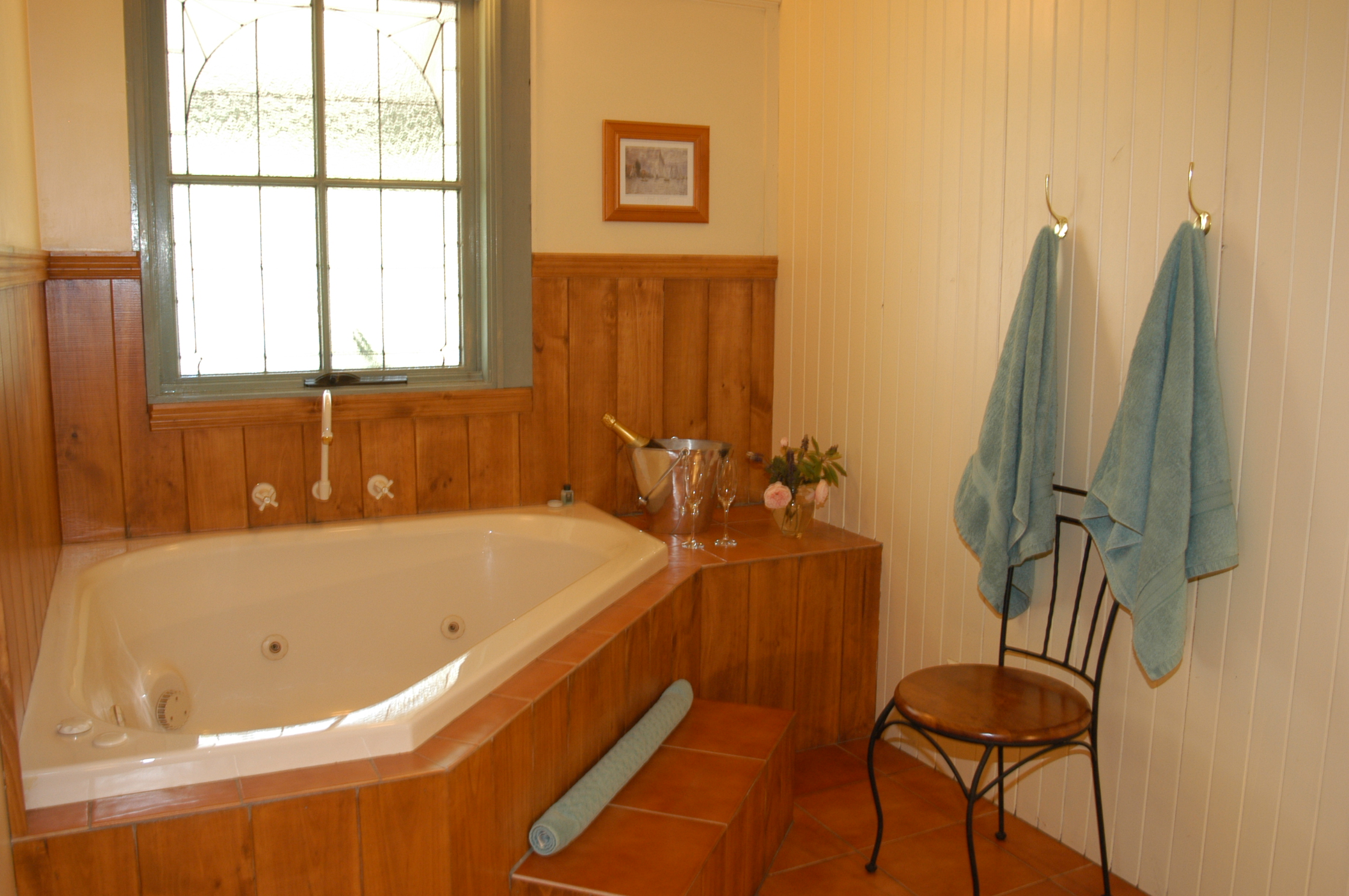 Kalimna Woods Spa & Woodfire Cottages